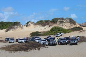 Participantes se preparando para subir umas das dunas que tivemos no caminho.